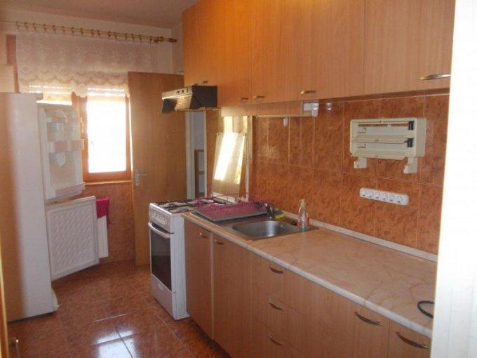 agentie imobiliara vand apartament decomandat, in zona Polivalenta, orasul Arad