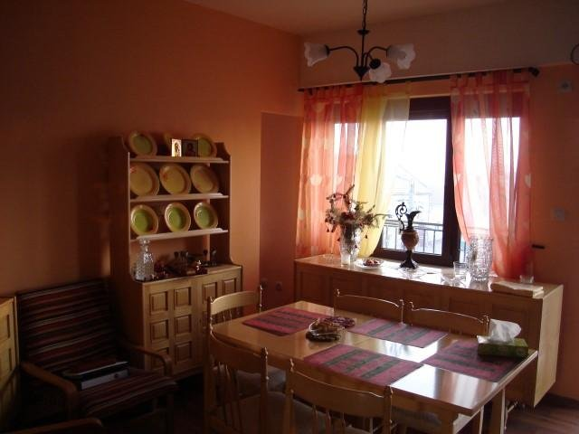 vanzare apartament cu 3 camere, semidecomandat, in zona Parneava, orasul Arad