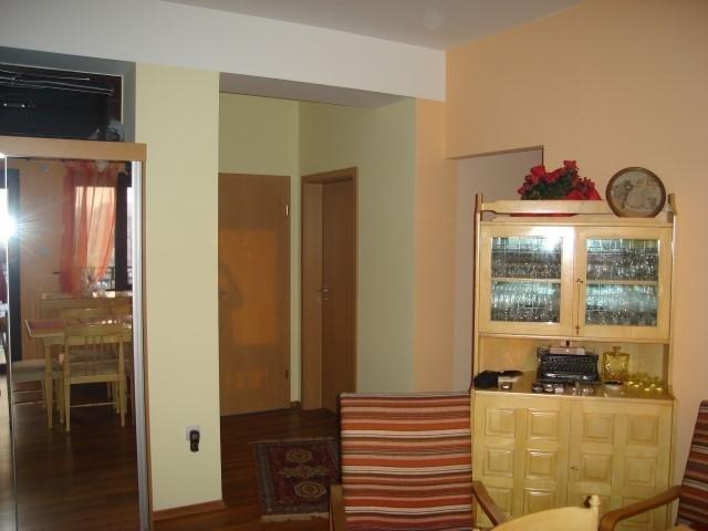 vanzare apartament semidecomandat, zona Parneava, orasul Arad, suprafata utila 100 mp