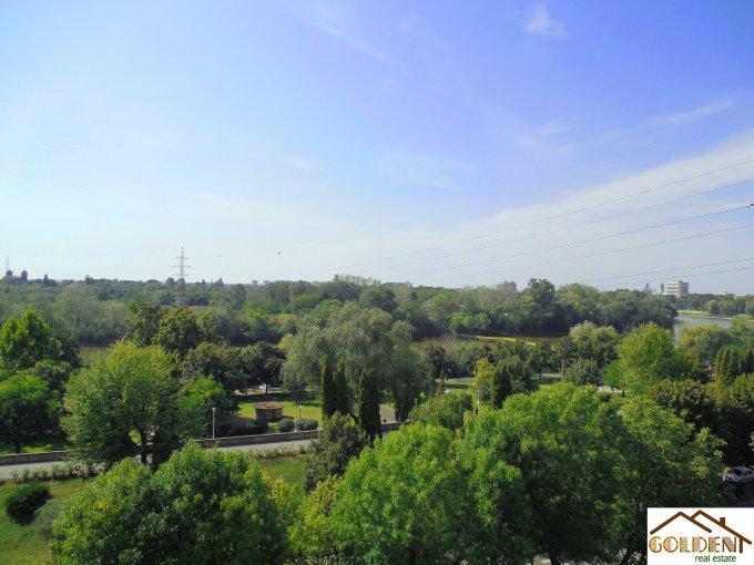 vanzare apartament cu 3 camere, decomandat, orasul Arad