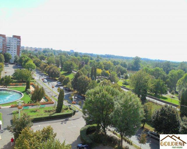 Apartament cu 3 camere de vanzare, confort Lux, Arad