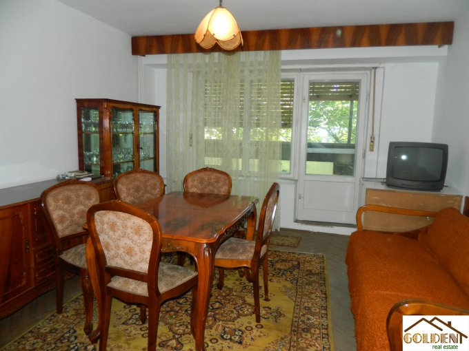 vanzare apartament decomandat, zona Polivalenta, orasul Arad, suprafata utila 100 mp