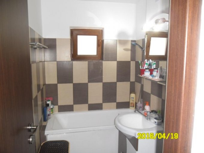 agentie imobiliara vand apartament semidecomandat, in zona Miorita, orasul Arad