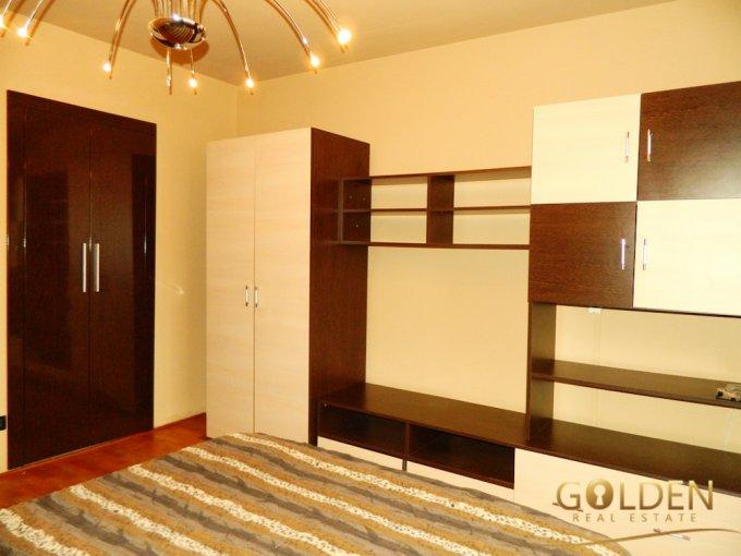Apartament cu 3 camere de vanzare, confort Lux, zona Ultracentral,  Curtici Arad