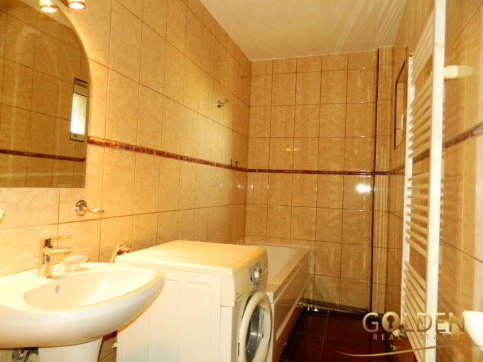 agentie imobiliara vand apartament decomandat, in zona Ultracentral, orasul Curtici