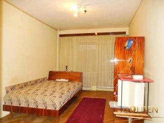 vanzare apartament cu 3 camere, decomandat, in zona Polivalenta, orasul Arad