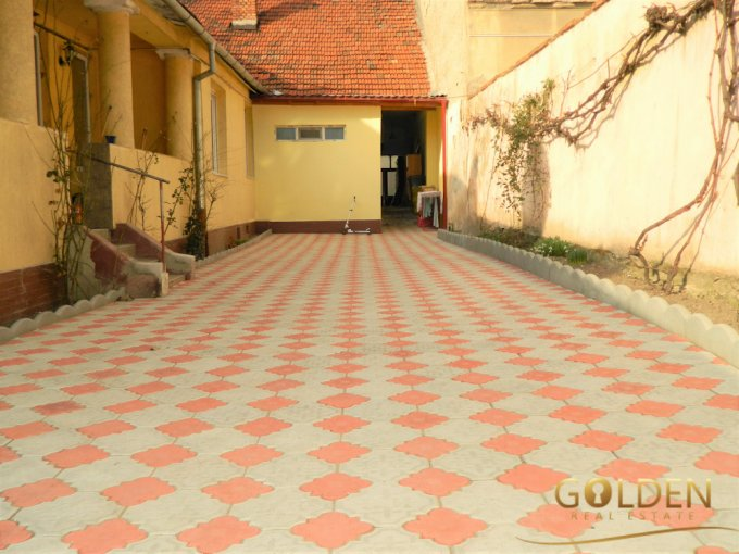 Apartament vanzare Arad 2 camere, suprafata utila 80 mp, 1 grup sanitar. 51.000 euro negociabil. La Parter. Apartament Centru Arad