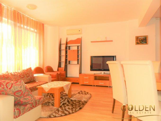 Apartament de inchiriat in Arad cu 3 camere, cu 2 grupuri sanitare, suprafata utila 100 mp. Pret: 380 euro.