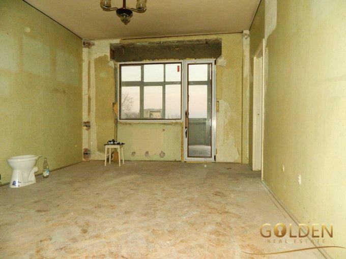 Apartament vanzare Arad 3 camere, suprafata utila 85 mp, 1 grup sanitar. 46.000 euro negociabil. Etajul 4 / 4. Apartament Intim Arad