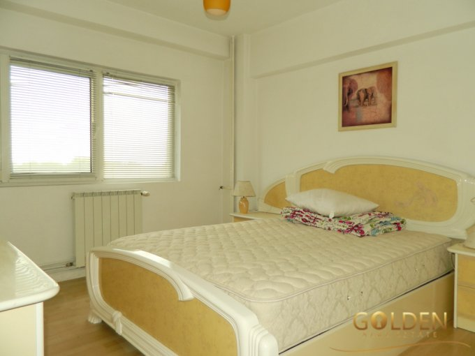 Apartament inchiriere Arad 3 camere, suprafata utila 90 mp, 1 grup sanitar. 395 euro negociabil. Etajul 6. Apartament Centru Arad