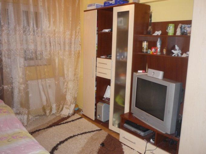 vanzare apartament cu 4 camere, semidecomandat, in zona Miorita, orasul Arad