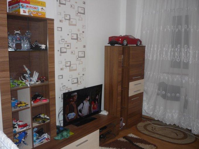 proprietar vand apartament semidecomandat, in zona Miorita, orasul Arad