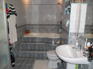 vanzare apartament cu 4 camere, decomandat, in zona Vlaicu, orasul Arad