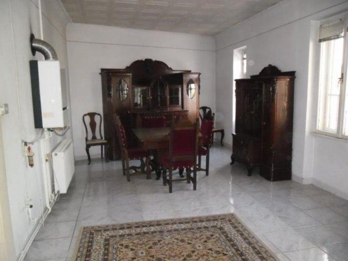 vanzare apartament cu 4 camere, decomandat, in zona Ultracentral, orasul Arad