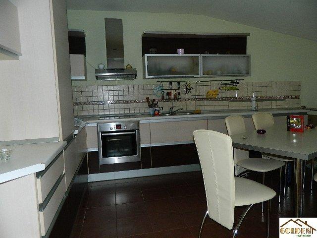 inchiriere apartament cu 4 camere, decomandat, in zona Centru, orasul Arad