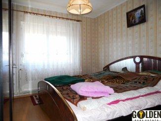 vanzare apartament cu 4 camere, decomandat, in zona Polivalenta, orasul Arad