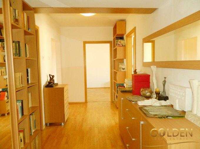 Apartament de vanzare in Arad cu 4 camere, cu 2 grupuri sanitare, suprafata utila 100 mp. Pret: 75.000 euro negociabil.