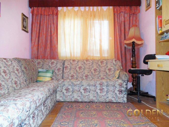 Apartament de vanzare in Arad cu 4 camere, cu 2 grupuri sanitare, suprafata utila 92 mp. Pret: 60.000 euro negociabil.