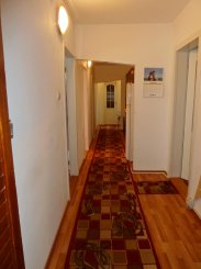 vanzare apartament cu 5 camere, decomandat, in zona Miorita, orasul Arad