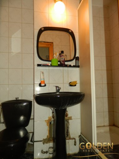 vanzare apartament cu 5 camere, decomandat, in zona Aurel Vlaicu, orasul Arad
