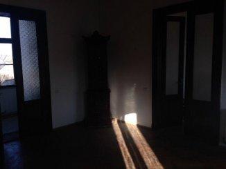 vanzare apartament semidecomandat, zona Ultracentral, orasul Arad, suprafata utila 870 mp