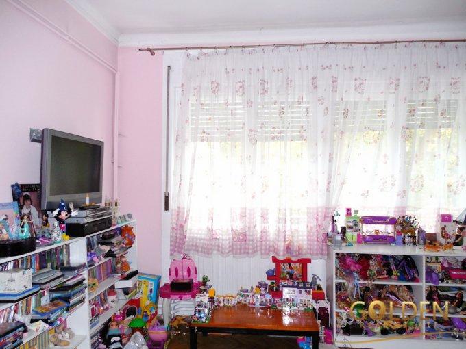 vanzare apartament cu 5 camere, decomandat, in zona Ultracentral, orasul Arad