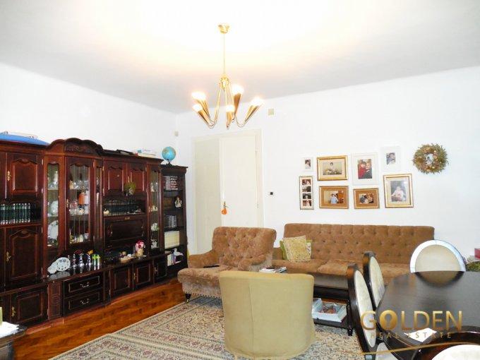 vanzare Apartament Arad cu 5 camere, cu 2 grupuri sanitare, suprafata utila 165 mp. Pret: 200.000 euro negociabil. Incalzire: Centrala proprie a locuintei.