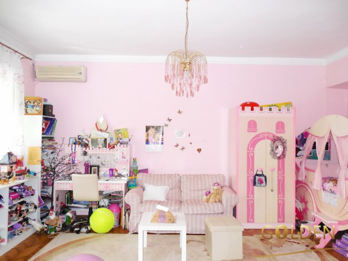 Apartament cu 5 camere de vanzare, confort Lux, zona Ultracentral,  Arad