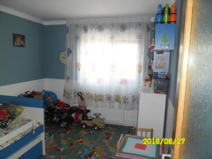 vanzare apartament cu 5 camere, semidecomandat, in zona Vlaicu, orasul Arad