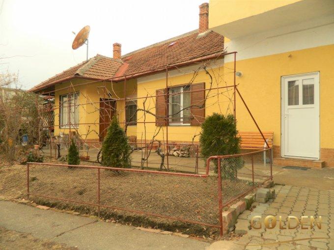 Apartament vanzare Centru cu 5 camere, la Parter, 3 grupuri sanitare, cu suprafata de 180 mp. Arad, zona Centru.
