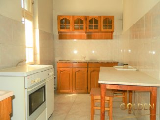 vanzare apartament semidecomandat, zona Ultracentral, orasul Arad, suprafata utila 200 mp