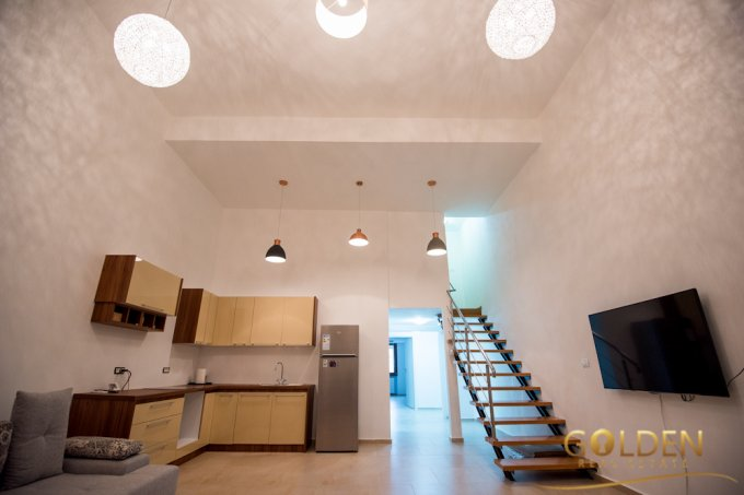 Apartament de vanzare in Arad cu 5 camere, cu 2 grupuri sanitare, suprafata utila 130 mp. Pret: 150.000 euro negociabil.