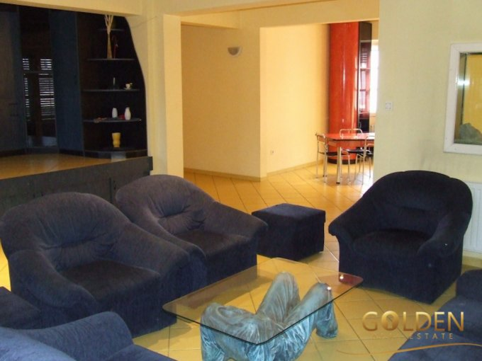 inchiriere Apartament Arad cu 6 camere, cu 2 grupuri sanitare, suprafata utila 208 mp. Pret: 650 euro negociabil.