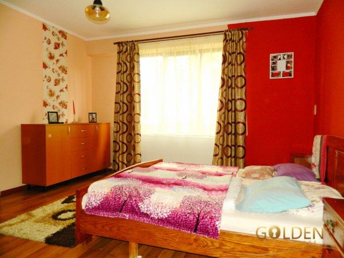 Apartament vanzare Arad 9 camere, suprafata utila 300 mp, 2 grupuri sanitare. 110.000 euro negociabil. Etajul Mansarda. Apartament Arad