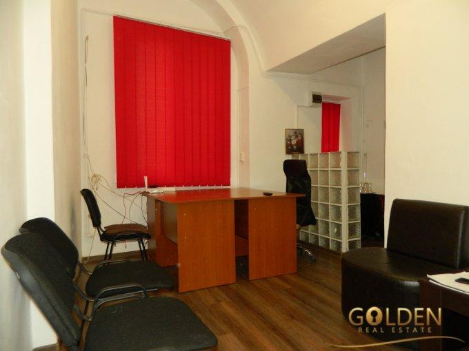 Birou de inchiriat Centru Arad cu 1 camera, cu 1 grup sanitar, suprafata 20 mp. Pret: 250 euro negociabil.