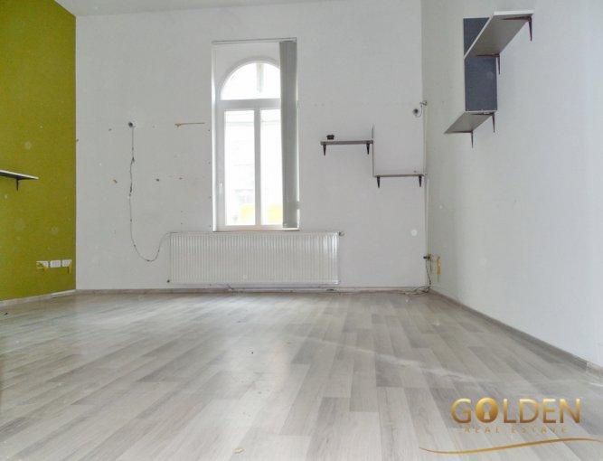 Birou de vanzare direct de la agentie imobiliara, in Arad, cu 57.000 euro negociabil. 2 grupuri sanitare, suprafata utila 70 mp.