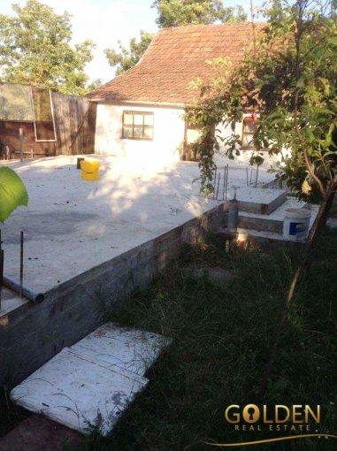 Variasu Mic casa cu 2 camere, 1 grup sanitar, cu suprafata utila de 100 mp, suprafata teren 6681 mp si deschidere de 14 metri. In localitatea Variasu Mic.