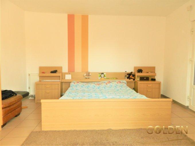 Casa de vanzare in Zadareni cu 3 camere, cu 1 grup sanitar, suprafata utila 90 mp. Suprafata terenului 1200 metri patrati, deschidere 15 metri. Pret: 48.000 euro negociabil. Casa