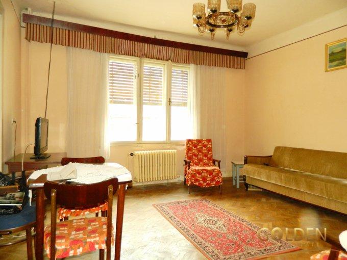 Casa de vanzare direct de la agentie imobiliara, in Arad, zona Ultracentral, cu 49.000 euro negociabil. 1 grup sanitar, suprafata utila 90 mp. Are  3 camere.