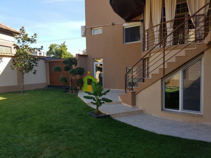 Casa de vanzare direct de la agentie imobiliara, in Arad, zona Ultracentral, cu 373.000 euro. 2 grupuri sanitare, suprafata utila 400 mp. Are  4 camere.