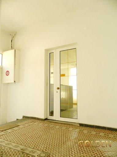 Casa de vanzare direct de la agentie imobiliara, in Arad, zona Aradul Nou, cu 170.000 euro negociabil. 2 grupuri sanitare, suprafata utila 250 mp. Are  4 camere.