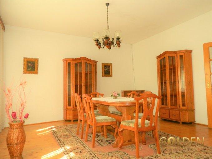 inchiriere Casa Arad cu 4 camere, cu suprafata utila de 150 mp, 2 grupuri sanitare, 1  balcon. 550 euro negociabil.. Casa inchiriere Intim Arad