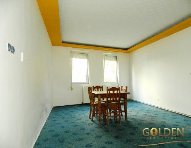 Casa de vanzare in Arad cu 4 camere, cu 2 grupuri sanitare, suprafata utila 180 mp. Suprafata terenului 258 metri patrati, deschidere 10 metri. Pret: 60.000 euro negociabil. Casa
