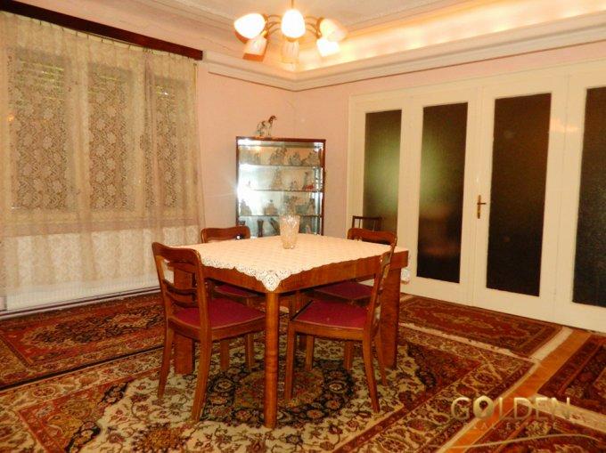 Parneava Arad casa cu 4 camere, 1 grup sanitar, cu suprafata utila de 200 mp, suprafata teren 1058 mp si deschidere de 20 metri. In orasul Arad Parneava.