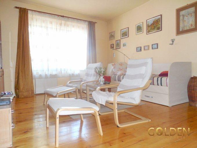 Aradul Nou Arad casa cu 5 camere, 2 grupuri sanitare, cu suprafata utila de 243 mp, suprafata teren 486 mp si deschidere de 15 metri. In orasul Arad Aradul Nou.