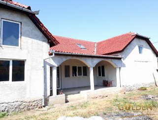 Casa de vanzare cu 5 camere, Curtici Arad