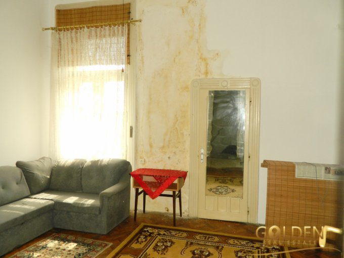 Garsoniera de vanzare direct de la agentie imobiliara, in Arad, zona Centru, cu 21.900 euro negociabil. 1  balcon, 1 grup sanitar, suprafata utila 30 mp.