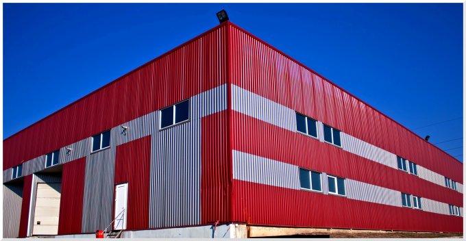 Spatiu industrial vanzare Zona Industriala Vest Arad  cu 4 incaperi de vanzare, cu suprafata utila de 909 mp. 390.000 euro. Amplasament: pe Platforma Industriala.Suprafata terenului: 1289 mp. Spatiu industrial Zona Industriala Vest Arad