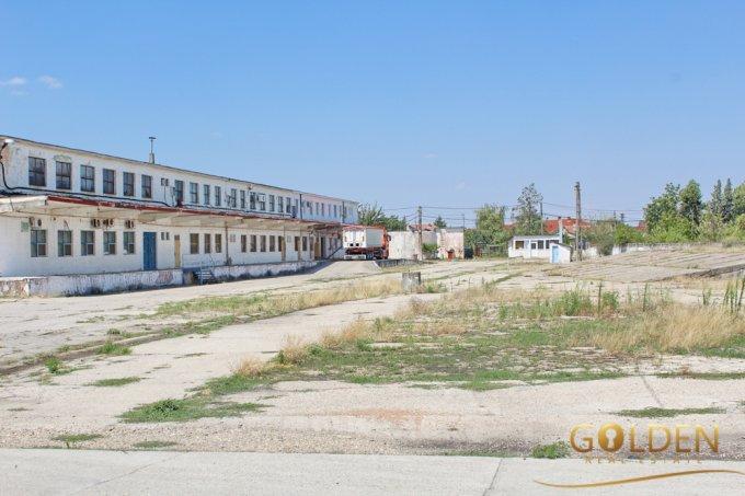 Spatiu industrial de inchiriat direct de la agentie imobiliara, in Arad, zona Vest, cu 300 euro. 1 grup sanitar, suprafata utila 300 mp.