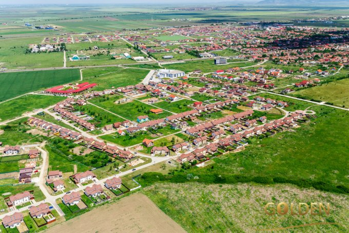 Teren intravilan de vanzare in Arad, zona Comb.Ch.Vladimirescu. Suprafata terenului 611 metri patrati, deschidere 15 metri. Pret: 19.200 euro negociabil.